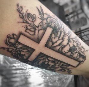 крест на руке
